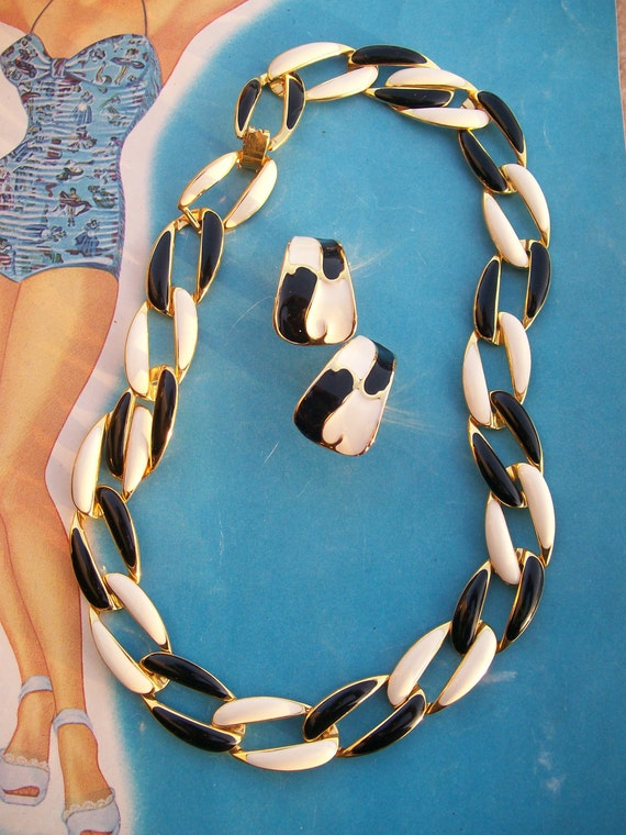 Vintage 1980's 1990's gold tone black cream necklace clip on earring set