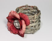 The Newspaper Bracelet Pink and Red Flower (S)