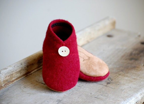 Wool Baby Shoes, Eco Friendly Slippers, sizes 0-12 months, Mistletoe