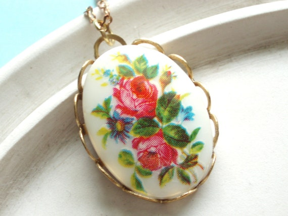 English Rose Garden - Vintage Cameo Necklace