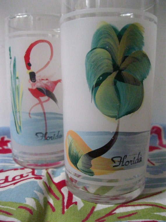 Vintage Florida souvenir glasses -  set of 2 hand-painted with flamingos and palm trees