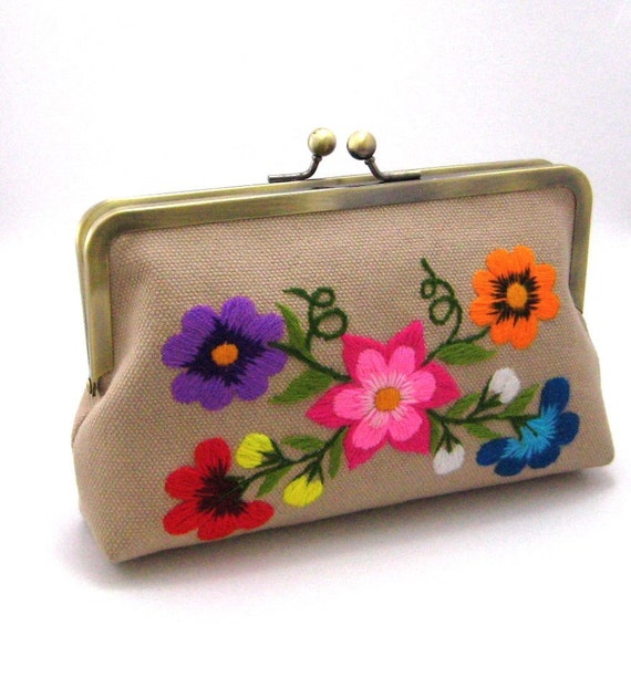 Colorinches clutch  -  hand embroidering