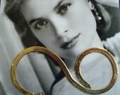 Stylish 1980s Career Jewelry....Heavy Goldtone Herringbone Necklace 17 Inches