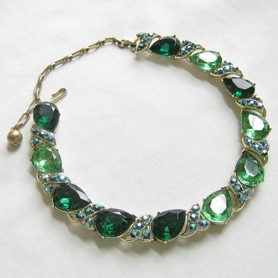 Vintage Emerald and Clear Green Cut Glass Tear Drop Rhinestones and Blue Aurora Borealis Choker Necklace