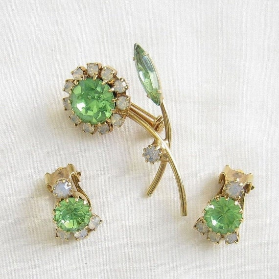 Vintage Peridot Green and Opalescent Rhinestones Flower Brooch or Pin and clip Earrings Demi Parure Set
