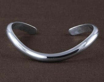 Polished curved bracelet cuff BC73