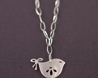 Bow Tailed Wren Chain Necklace
