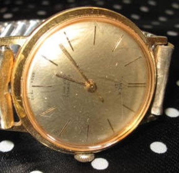 Men's Gold Timex 21 Self Wind waterproof Watch with elastic band and gold face