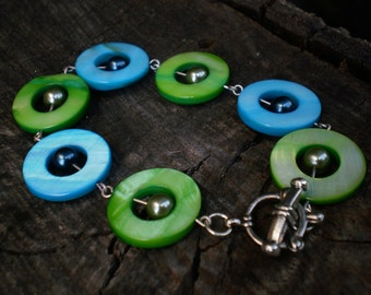 Summer Green and Turquoise Blue Mother of Pearl Circle Bracelet