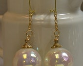 Vintage Japanese White Pearl Bead Earrings ,Vintage White Mother of Pearl Lucite, Gold