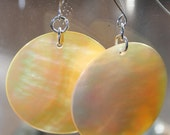 Mother of Pearl Round Shell Earrings
