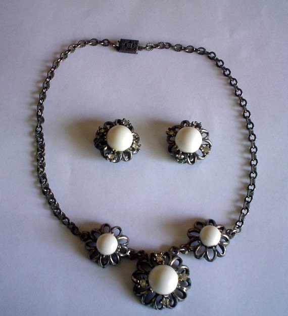 Almost Perfect Vintage 15 Inch Silver Choker and Earring Set