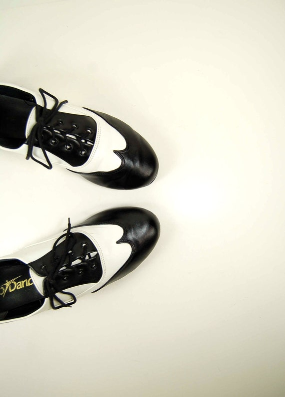 Black and White Leather Wingtip Oxford Booties /  Swing Style Spectator  Shoes 7.5