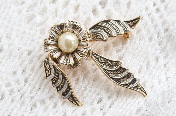 Damascene Pearl Brooch Spain Vintage Ribbon Pin Gold White Black Bow Pearl Center