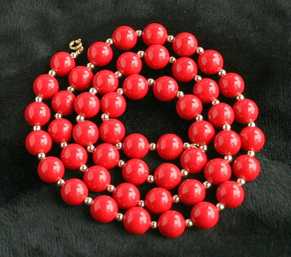 Vintage Red Bead Necklace Lipstick Red Beaded