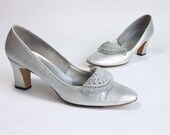 Vintage 1960s Metallic Shoes //  The After Hours Silver Sparkle Pumps in Size 8