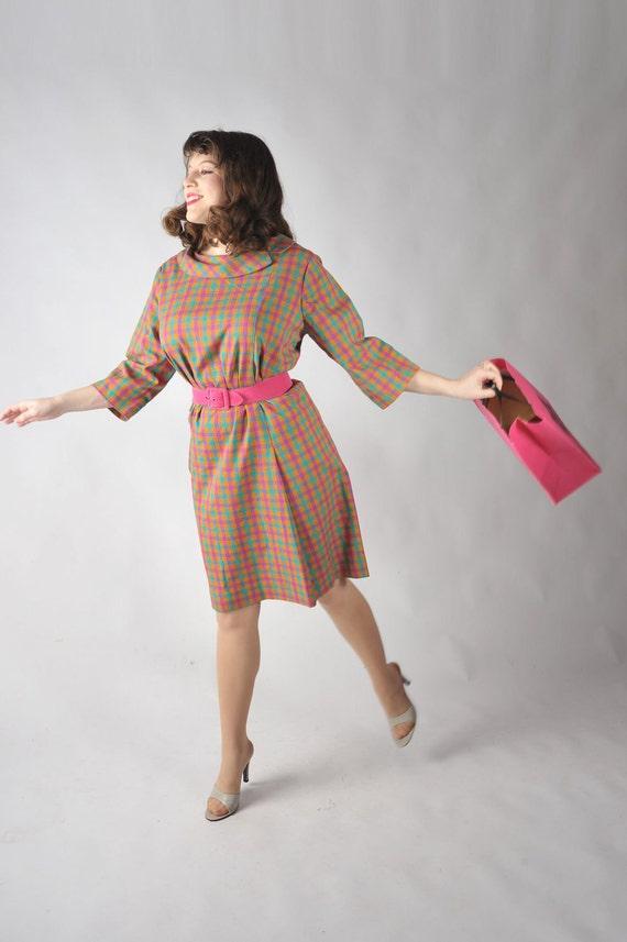 25 DOLLAR SALE Vintage 1960s Dress // Cute Plaid 60s Mad Men Shift Dress XL