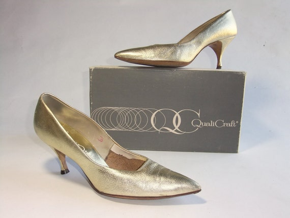 Vintage 1950s Shoes // High Glam Qualicraft Metallic Gold Leather Pumps Size 9 N