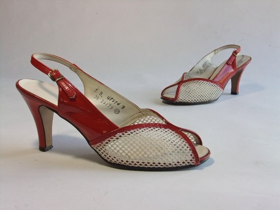 Vintage 1970s Shoes // The Cherry Sundae Red Slingback Sandals Size 7 B