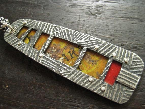 Memento Pendant - Rusty Mustard