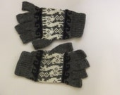 Smartphone friendly gloves without fingertips knitted fingerless gloves with finger bits half finger   texting mittens