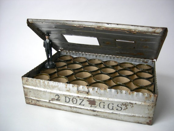 Farm fresh eggs metal shipping crate for Metal shipping crate