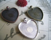 10pk Heart Trays with Glass Inserts...Mix and Match colors...Size is 25mm...HRTT