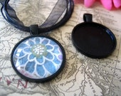 10 Black Circle Trays with Glass Inserts...Size 25mm...BCT