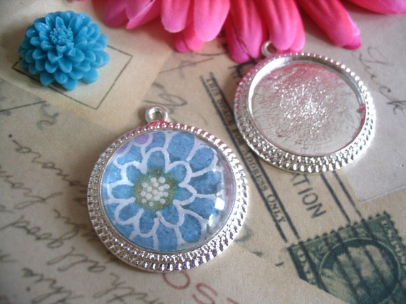 10...Silver Antique Style Pendant Settings. Size..30mm... Inside Diameter is 25mm