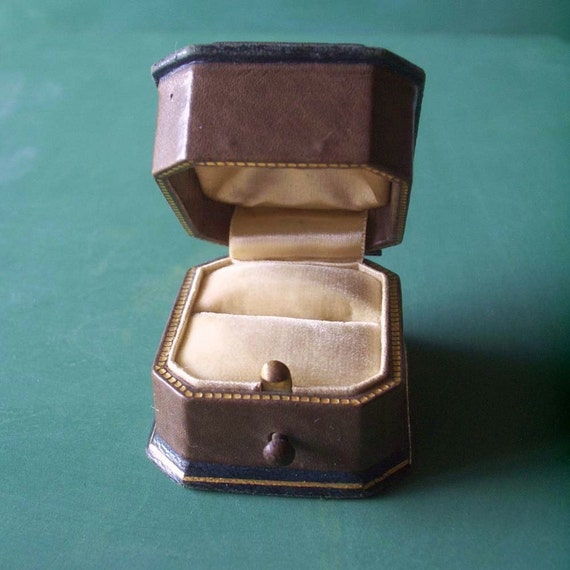 Vintage Marshall Field and pany Chicago Wedding Ring Box