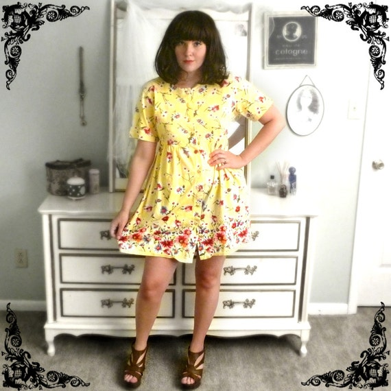 80s-90s Floral Minidress in Maize Yellow with Buttons Size M/L
