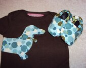 Mr Dachshund and his shoes / gift set infant bodysuit with matching booties