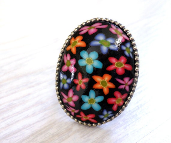 Big oval Black ring, multi-colored Funky flowers 70s gypsy, wide band, adjustable, sterling silver plated, oxidized finish, boho accessories