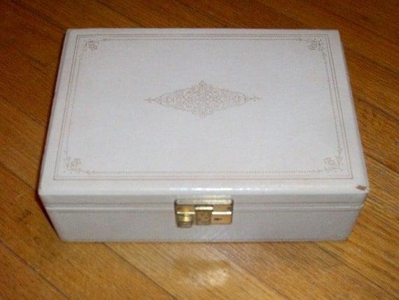 Jewelry Box Cream with Green Velvet Lining Vintage