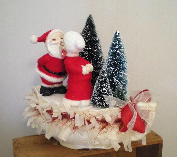 Holiday Santa Decoration - Santa Smooches, Santa and Mrs. Santa Kissing
