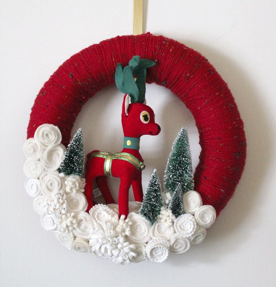 Red Deer Wreath, Red and Off-White Yarn and Felt Wreath, 14 inch size