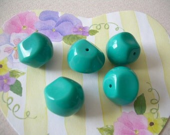 5 Chunky Vintage Lucite Beads Turquoise Aqua Polygons