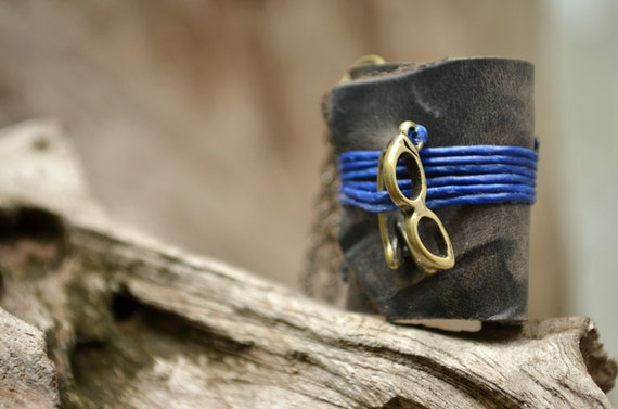 MiniatureBook Necklace Glasses & vintage black leather