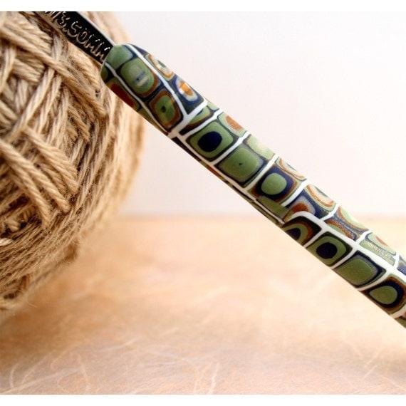 Crochet hook, Polymer clay klimt design, steel crochet hook size 00/3.50mm