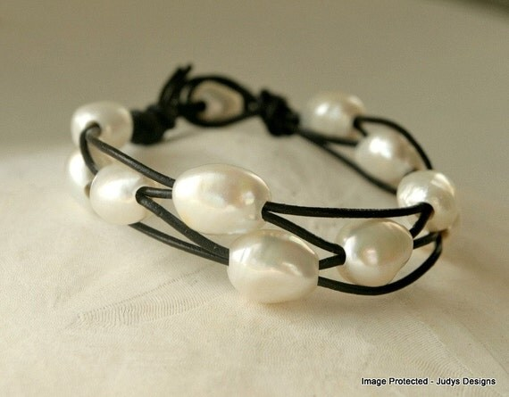 Pearl leather bracelet, white freshwater pearl, brown leather