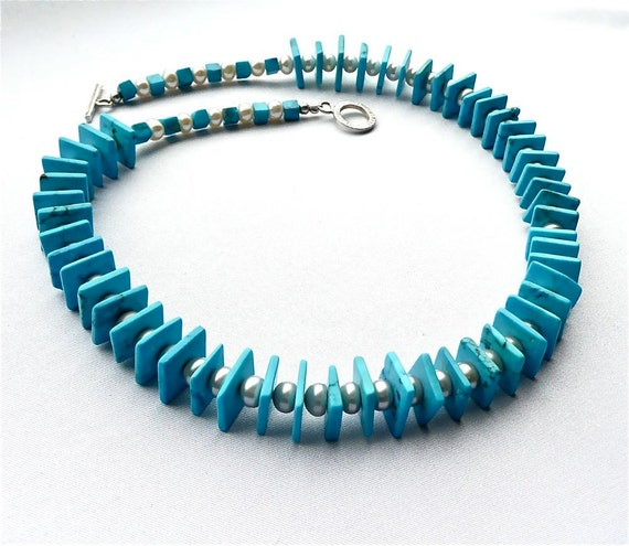 Vacation -- Stylish choker with turquoise slices and freshwater pearls