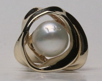 South sea pearl ring in 14k size 6