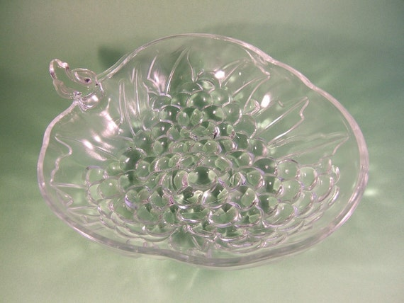 Indiana Glass Bowl Clear Glass Grape Cluster Serving or Fruit Bowl