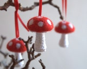 Mushroom ornament 5 Felted Toadstools Mushroom crochet red white decor Alice in Wonderland party decoration garland woodland nursery