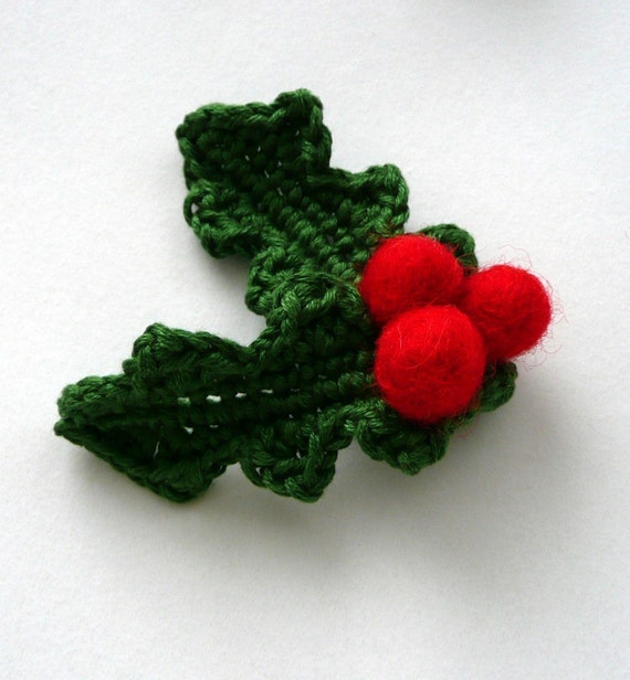 Holly berry brooch - with 2 leaves- wool cotton Thanksgiving table decoration Christmas winter