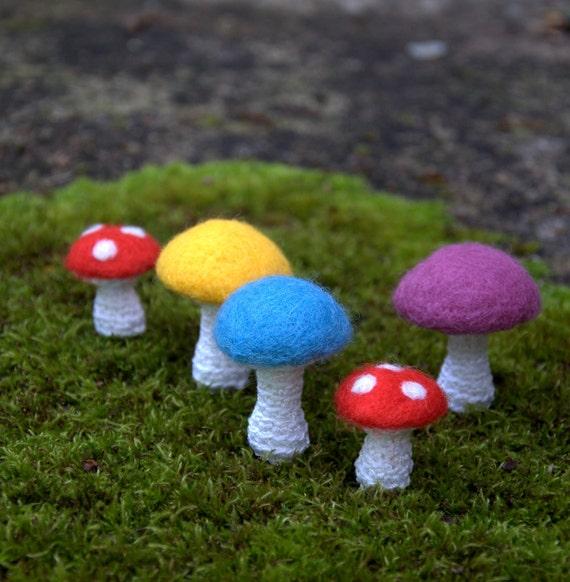 Felted wool mushrooms Weddings favor Alice in Wonderland Weddings favor bag charms keyring Birthday party decoration gift