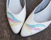 SALE vintage 80s High Heel Shoes - Ivory Pastel Spring Feathers Heels Sz 10