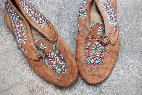 antique Moccasins Ethnic Beaded Brown Leather Sz 10