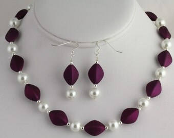 Glass Pearl Necklace Set. Listing 56532544