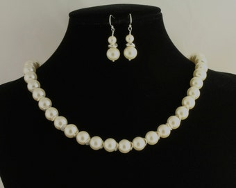 Glass Pearl Necklace. Listing  60982038